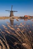 Schöne Windmühlenlandschaft am kinderdijk stockfotografie
