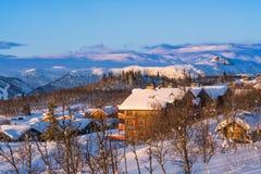 Schöne Winterlandschaft während des Sonnenaufgangs in Beitostolen Stockfotos
