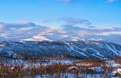 Schöne Winterlandschaft während des Sonnenaufgangs in Beitostolen Winter Stockfotos
