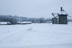 Schöne Winterwindmühlenlandschaft in Ukraine Lizenzfreies Stockbild