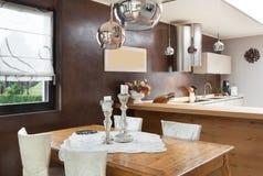 Schöne Wohnung versorgt Stockfotografie