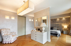 Schöne Wohnung versorgt Stockbilder
