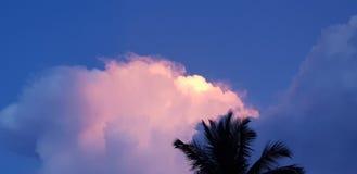 Schöne Wolke lizenzfreies stockfoto