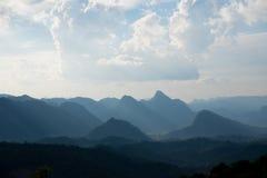 Schöne Wolke und Berge Lizenzfreies Stockbild