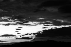 Schöne Wolken bei dem Sonnenuntergang, abstrakte Formen machend Lizenzfreie Stockbilder