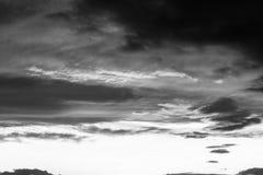 Schöne Wolken bei dem Sonnenuntergang, abstrakte Formen machend Lizenzfreies Stockfoto