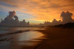 Schöne Wolken, die einen Sri Lanka-` s Sonnenuntergang verfassen lizenzfreie stockbilder
