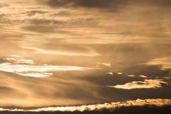 Schöne Wolken am Sonnenuntergang Lizenzfreies Stockbild