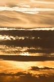Schöne Wolken am Sonnenuntergang Stockfotografie