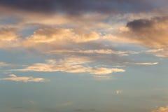 Schöne Wolken am Sonnenuntergang Stockfoto
