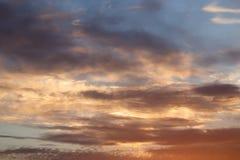 Schöne Wolken am Sonnenuntergang Lizenzfreie Stockbilder