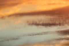 Schöne Wolken am Sonnenuntergang Stockfotos
