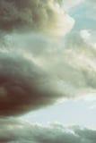 Schöne Wolken am Winter stockbilder