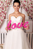 Schöne zarte Braut im eleganten Hochzeitskleid stockbild