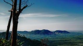 Schöne Zeitspanne genommen vom Hügel in Perlis Malaysia stock video