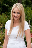 Schöne zufällige blonde Frau Stockbild