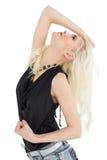 Schöne zufällige junge blonde Aufstellung Lizenzfreies Stockfoto