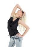 Schöne zufällige junge blonde Aufstellung Lizenzfreie Stockbilder