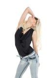 Schöne zufällige junge blonde Aufstellung Lizenzfreies Stockbild