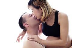 Schöne zukünftige Eltern: seine schwangere asiatische Frau und ein glücklicher Ehemann mit neuem Leben Stockfotografie