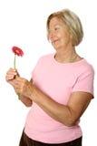 Schöner Älterer mit Blume lizenzfreies stockbild