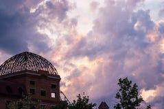 Schöner Abendhimmel mit Wolken, Sonnenuntergang, Luftnatur Lizenzfreies Stockfoto