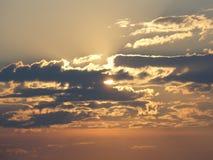 Schöner Abendsonnenuntergang über unserer geliebten Stadt Lizenzfreie Stockbilder
