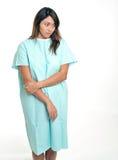 Schöner aber besorgter Patient im Krankenhauskleid Stockbilder