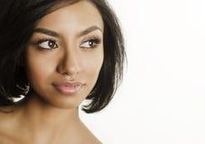 Schöner Abschluss der jungen Frau oben ihres Gesichtslächelns Lizenzfreies Stockfoto