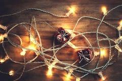 Schöner abstrakter Schneeflocke Weihnachtshintergrund mit Lichtern stockfotos