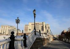 Schöner Alexander Garden nahe dem alten der Kreml-Winter, Moskau, Russland Stockbild