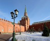 Schöner Alexander Garden nahe dem alten der Kreml-Winter, Moskau, Russland Stockfotografie