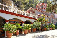 Schöner alter Garten des Klosters (Kreta, Griechenland) lizenzfreies stockbild