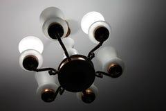 Schöner alter Leuchter im Haus Stockfotografie