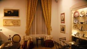 Schöner alter stilvoller Raum vom 20. Jahrhundert stock footage