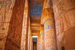 Schöner alter Tempel von Medina-Habu Ägypten, Luxor stockfoto