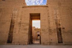 Schöner alter Tempel von Medina-Habu Ägypten, Luxor lizenzfreies stockbild