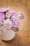 Schöner Asterblumenblumenstrauß Stockfotos