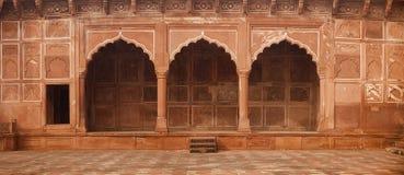 Schöner, aufwändiger Steineingang zu Taj Mahal in Agra, Indien Stockfotografie