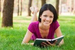 Schöner Bücherwurm in der Natur Stockfotos