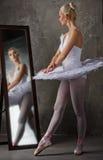 Schöner Balletttänzer   lizenzfreies stockfoto