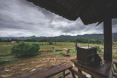 Schöner Bauernhof hinter der Kaffeestube Stockbild