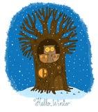 Schöner Baum und Familie von Eulen Winter Lizenzfreie Stockbilder