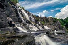 Schöner berühmter Pongour-Wasserfall Stockfotografie