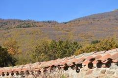 Schöner Berg auf dem Ufer des Pajero-Reservoirs 14. November 2015 Natur, Reise, Landschaften Das Pajarero-Reservoir lizenzfreies stockfoto