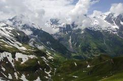 Schöner Berg mit Stellen des Schnees Grossglockner Österreich lizenzfreie stockfotos