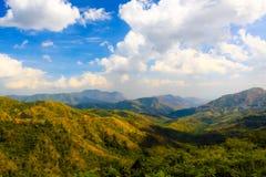 Schöner Berg Petchaboon Thailand und blauer Himmel Lizenzfreie Stockfotografie