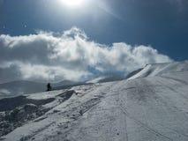 Schöner Bergblick an einem sonnigen Wintertag Lizenzfreies Stockfoto