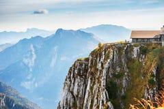 Schöner Bergblick im Herbst stockbilder