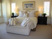 Schöner Bett-Raum Stockbilder